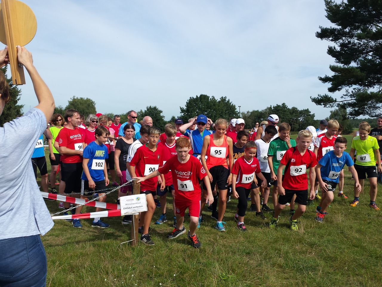 """wasserwerklauf elze 2016 - Start des 5km- Laufs./ """"waterworks run 2016 """", Elze, sponsored by enercity. Large Group Of People Person Togetherness Crowd Outdoors Day Performance Vibrant Color Runnersworld Front View Non-urban Scene Competitors Leisure Activity The Color Of Sport Sports Spectator Celebration Event Person Sportive Sport Casual Clothing Dynamic Ladyphotographerofthemonth Competitive Sport Conformity"""