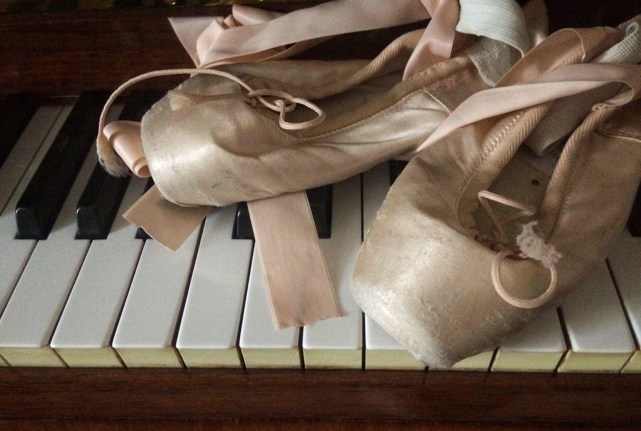 Lieblingsteil Piano Musical Instrument Close-up Ballerina Ballet Shoes Ballet Dancer Follow No People Contrasts