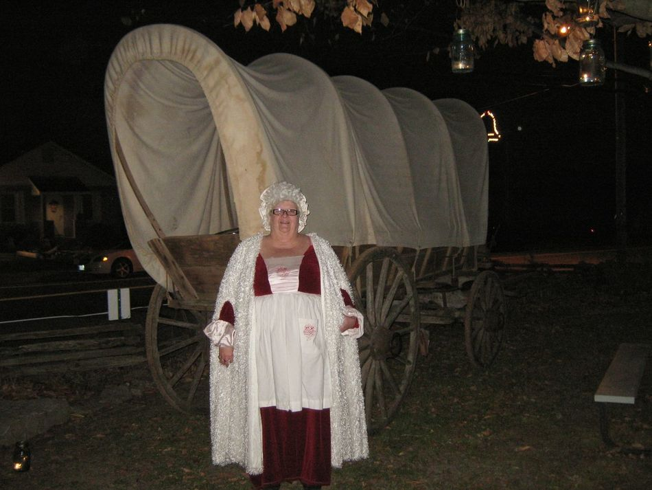 Finding New Frontiers Mrs. Clause! Santa's looking for you! Mrs Clause Christmas Party Christmas Around The World Christmas 2016 Christmas Spirit Christmas Tradition Holiday - Event Antiques Portrait Covered Wagon