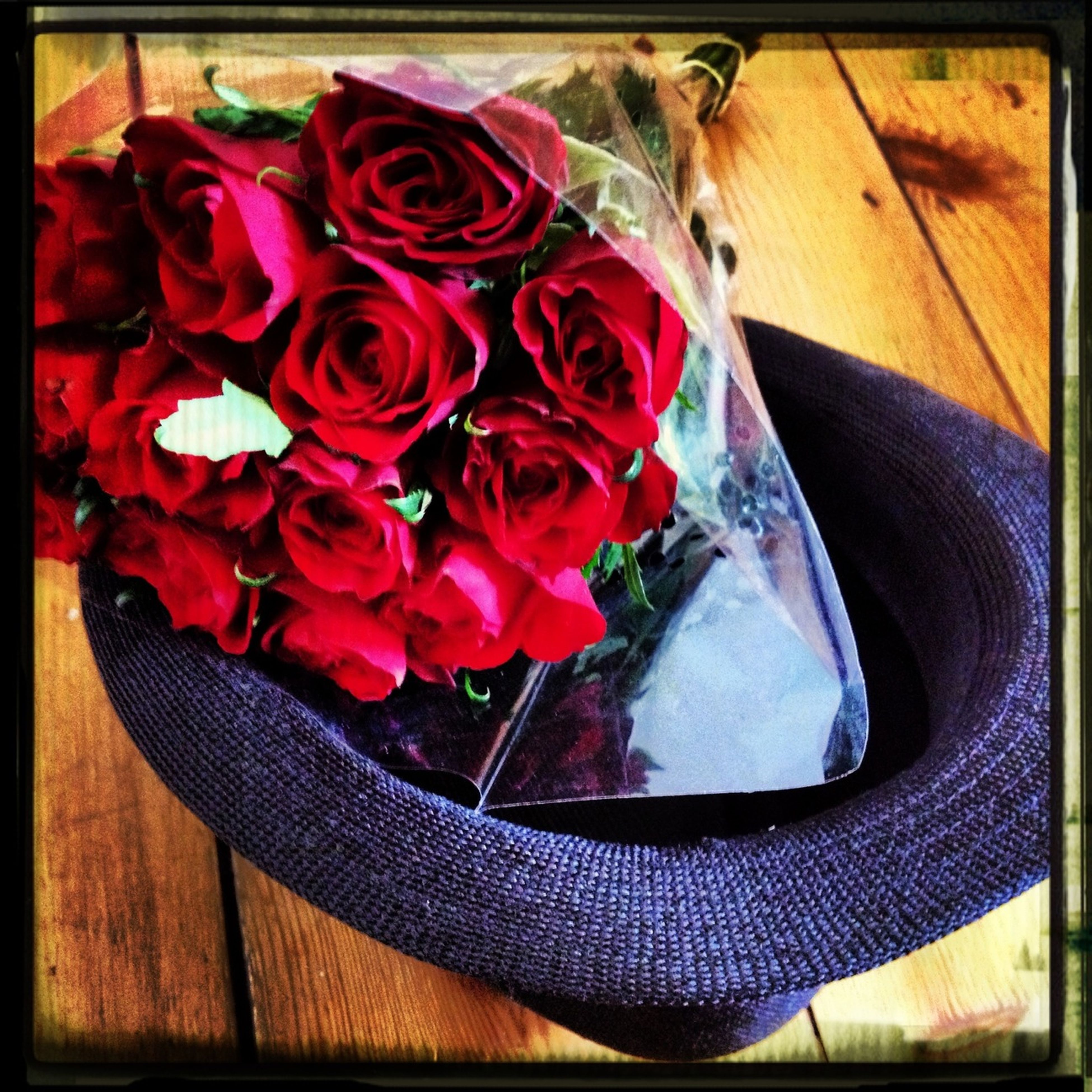 13 Roses And A Hat