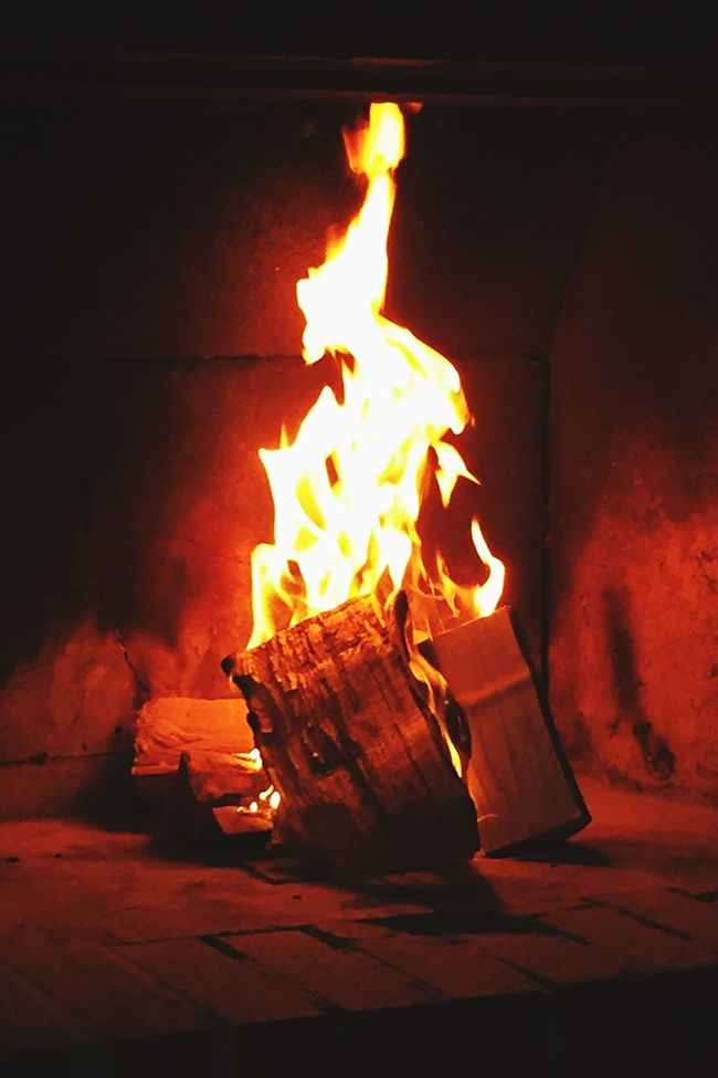 Fire And Flames Kaminfeuer Fireplace Firewood Fire Kamin Feuerholz Feuerstelle Feuer Und Flamme Feuer Red Color Rot