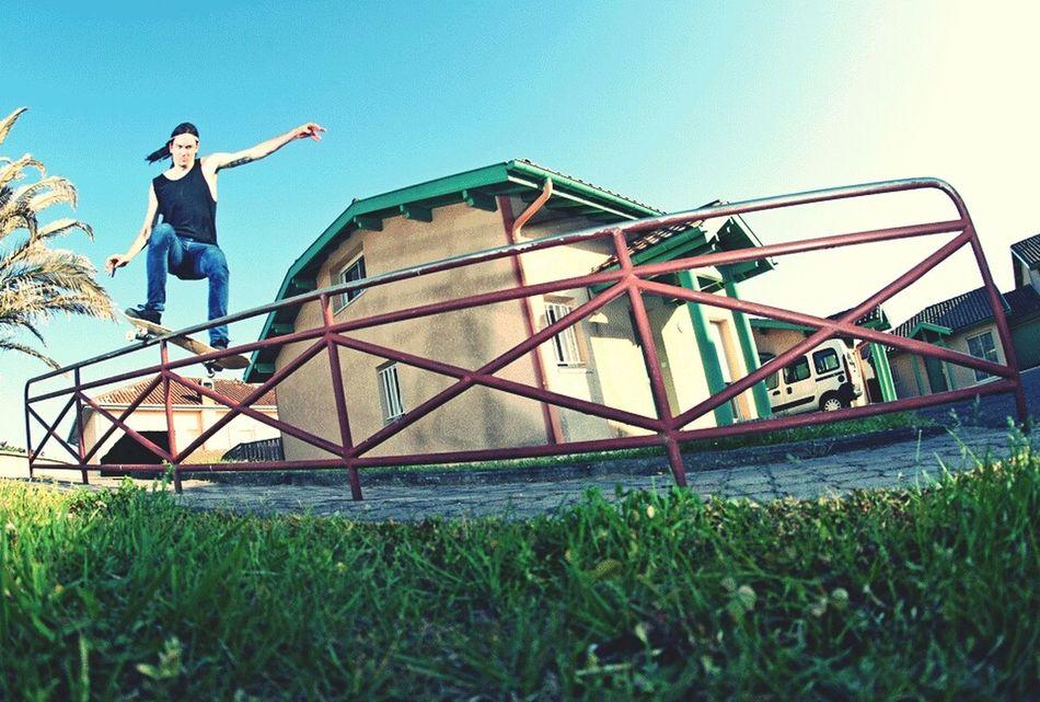 Skateboarding Rekiem Skateboards Jérémie Plisson Frontside Smith Grind