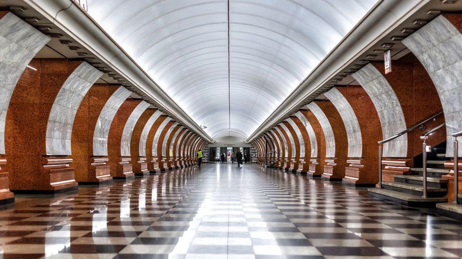 Indoors  Architecture Arch Ceiling The Way Forward Built Structure One Person Real People People Day Adult Adults Only Underground Art Is Everywhere Art Is Everywhere