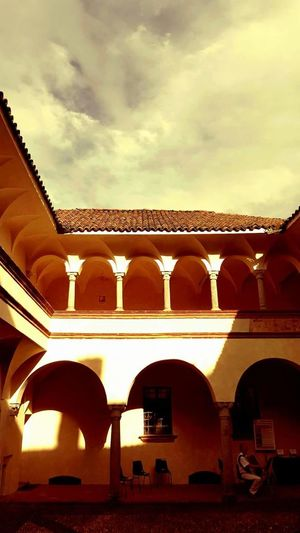 Vercelli Piemontexperience Piemonte👍🏻 Piemont Piemonte_best_pics Piemonte_city Piemonteturismo Piemonte_super_pics Piemonte Museo Arch Architecture History Travel Destinations Built Structure Cultures Day Royalty No People Outdoors Sky City King - Royal Person