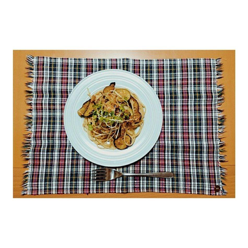 た、たかりなだって料理するんだから(滝汗) い、彩りとか考えて、かいわれちょこっとのせたりするんだから(滝汗) パスタ つくってみた ズッキーニ 茄子 ツナ バター ポン酢  バタポン バタポンパスタ 和風 意外とおいしい クックパッド様様 9月から 自炊生活 いけそうな気がする Cooking Pasta Food Delicious Icannotcookbutitry Welldone Foodie Yummy Supper
