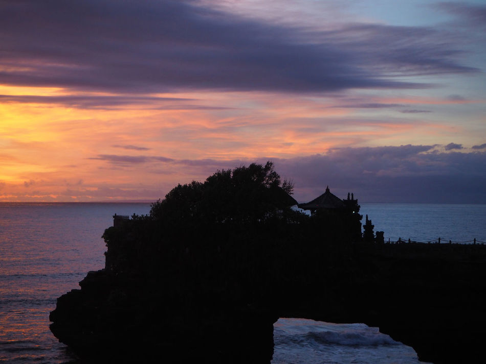💛🌊 Tanah Lot 🌊💛 Travel Sunset Beach Bali Bali, Indonesia Beauty In Nature Cloud - Sky Dramatic Sky Exceptional Photographs Idyllic Landscapes Life Is A Beach Multi Colored Nature Outdoors Scenics Sea Tadaa Community Tranquility Water Reflections Travel Destinations Idylic Wave Capture The Moment