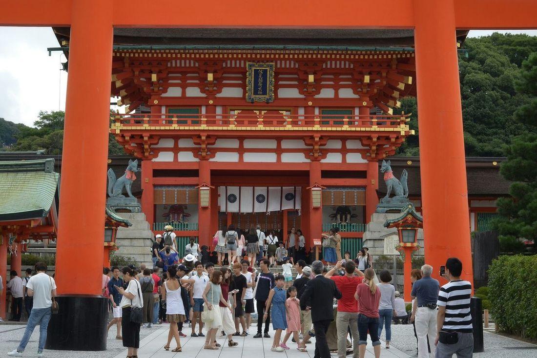 あと伏見稲荷にも行ってきた♬ 稲荷神社 伏見稲荷大社 Japanese Shinto Shrine Inari Shrine Architecture Many People People Watching People Photography Hello World Taking Photos Enjoying Life Capture The Moment Kyoto Short Trip Snapshot