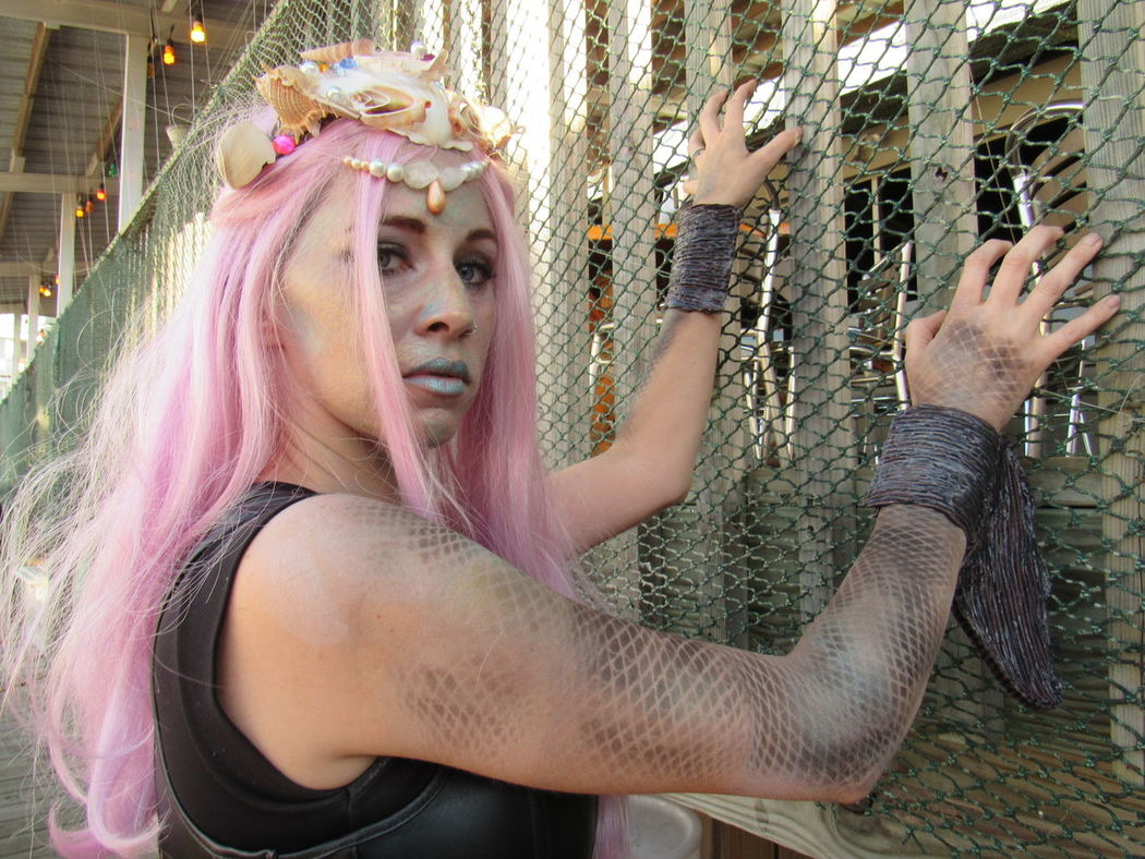 Adult Day Glam Looking At Camera One Person Fish Scales EyeEm Best Shots EyeEm Best Edits Eyeem Market Eyeem Photography Outdoors Photo Shoot Pink Hair Portrait Sea Shells Young Adult Young Women