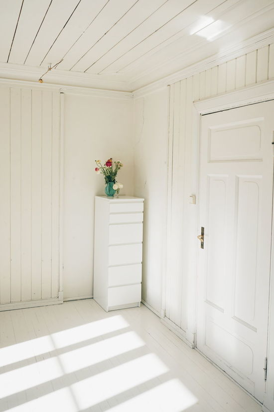 A almost empty room Day Door Doors Flower Flowers Indoors  Interior Interior Design Interior Views Interiors Light Light And Shadow Minimalism Minimalist Architecture No People Room Wall White White Album White Background White Color WhiteCollection