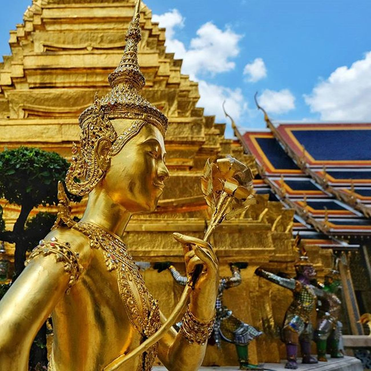 Thai angel . . . Fujixm1 Fujifilm Snapseed Angel Gold Golden Temple Daylight Glitter Shine Landmark Thailand Bangkok Bkkstuff Ig_bangkok Ig_thailandia Igersthailand Igersworldwide Insta_thailand Travelgram Travelthailand Thailandluxe Thaistagram Thailand_allshots Ig_today instaplace siamthai_ig shotoftheday instaoftheday picofday
