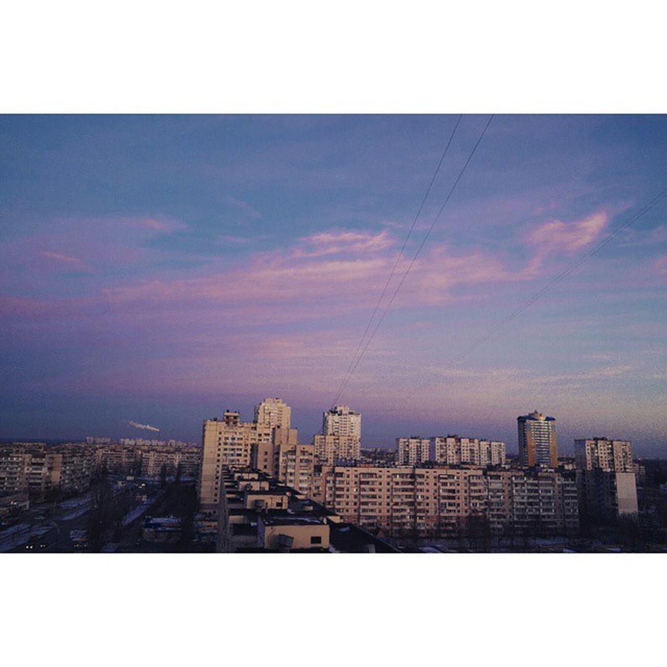 핑크빛하늘! 네버랜드같아👐 우크라이나 키예프 Kiev 크리스마스 다음날 환성적인 하늘 핑크 솜사탕 네버랜드 피터팬 2 되고싶은날 👼