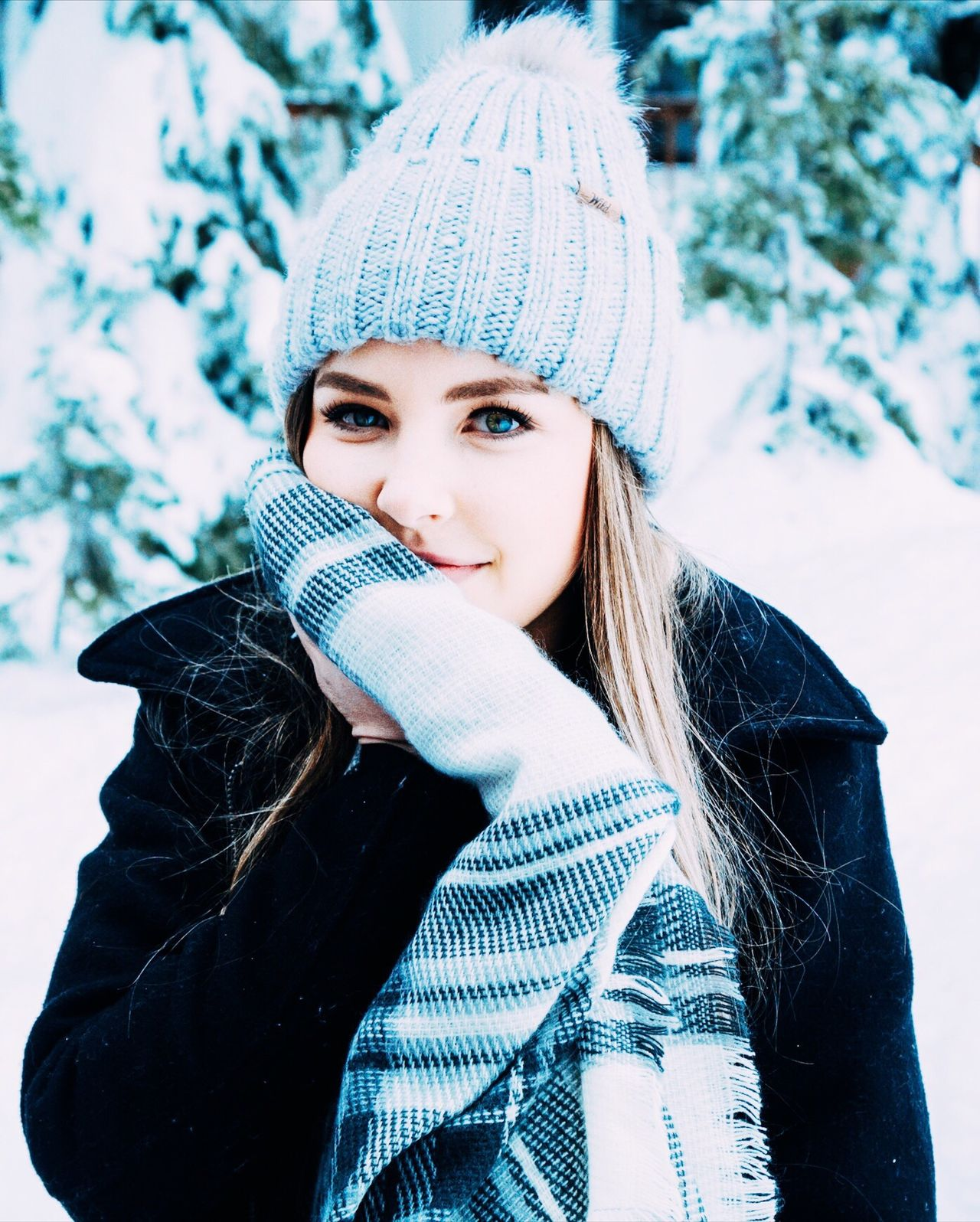 Uniqueness Winter Knit Hat Beautiful People Cold Temperature Young Adult Warm Clothing Snow Women Portrait Beauty Cardigan Sweater Headshot Young Women Beautiful Woman One Person Nature Human Face Glove Lifestyles Beauty In Nature