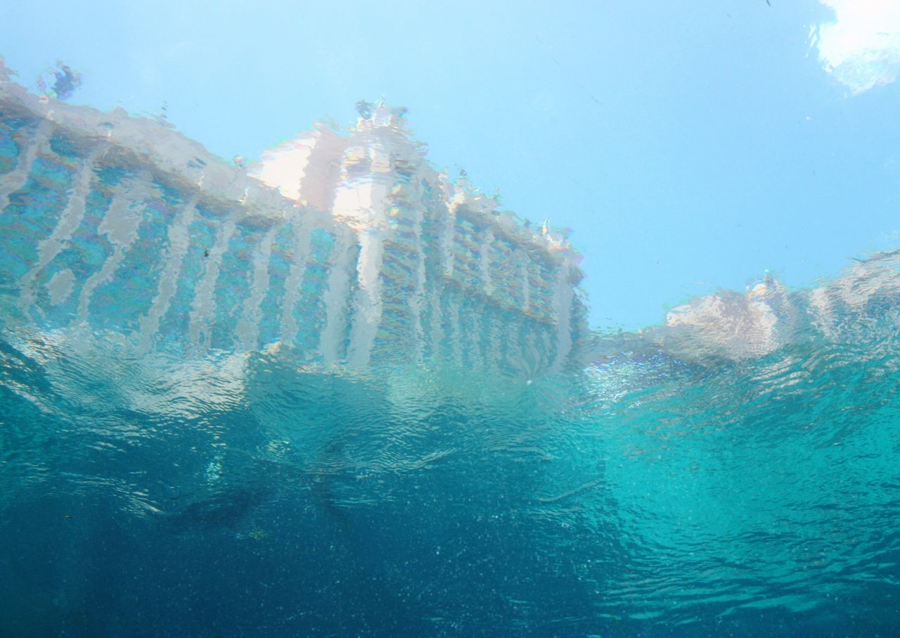 Atlantis Hotel view from Under The Water in Nassau Bahamas SVART & VIT