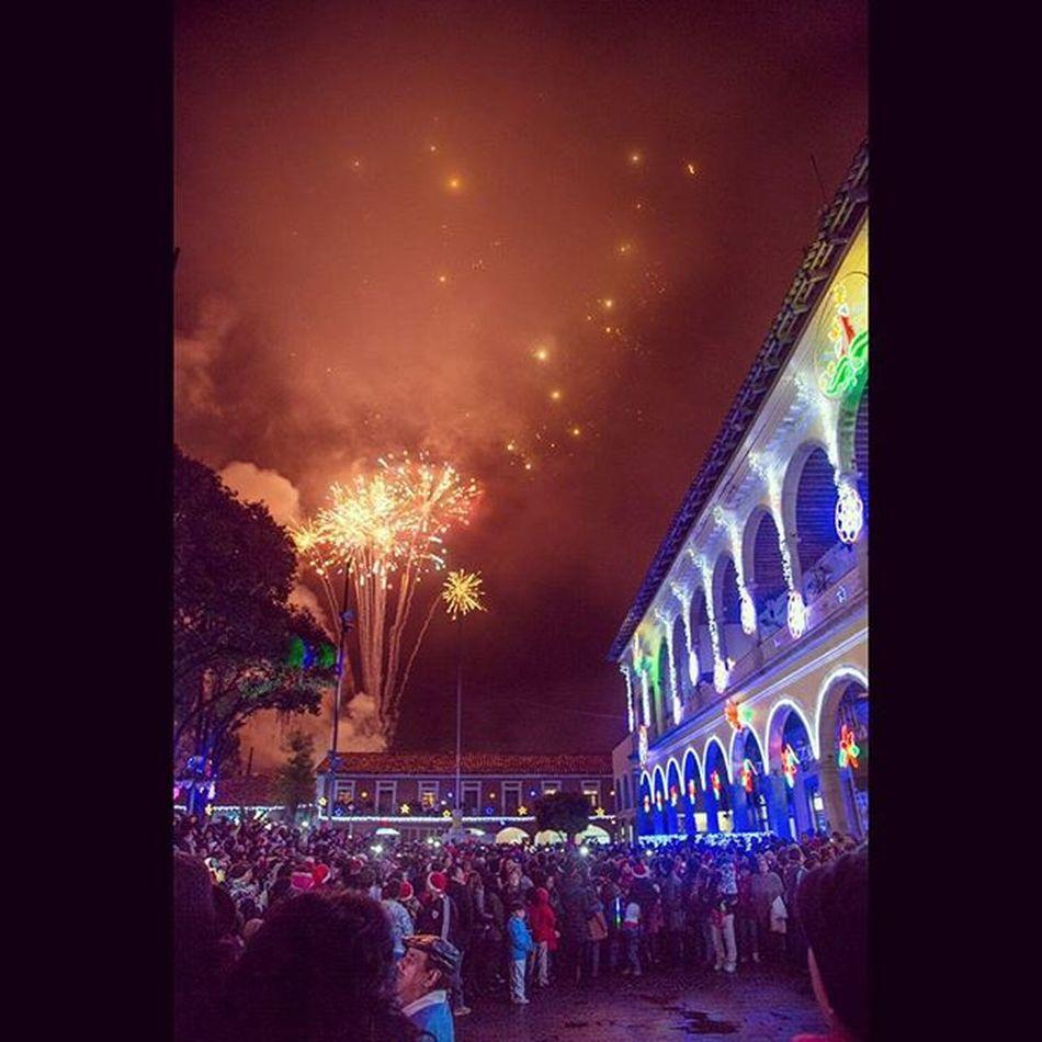 Mi Huauchinango lindo y querido 😍 Huauchinangoiluminado Photography Lights Fireworks People Happiness Misviajesmexicodesconocido Mexico Pueblomagico Puebla Mexico_maravilloso