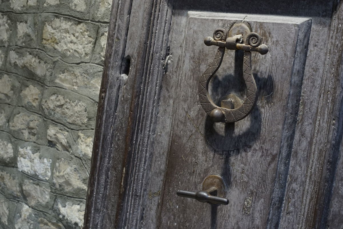 Architecture_collection Music Architecture Photography Bildfolge Close-up Day Detail Door Door Handle Door Knocker Doorknob Latch Lyre Metal Music Symbol No People Old-fashioned Outdoors Photography Protection Safety Security Symbolic  Wood - Material