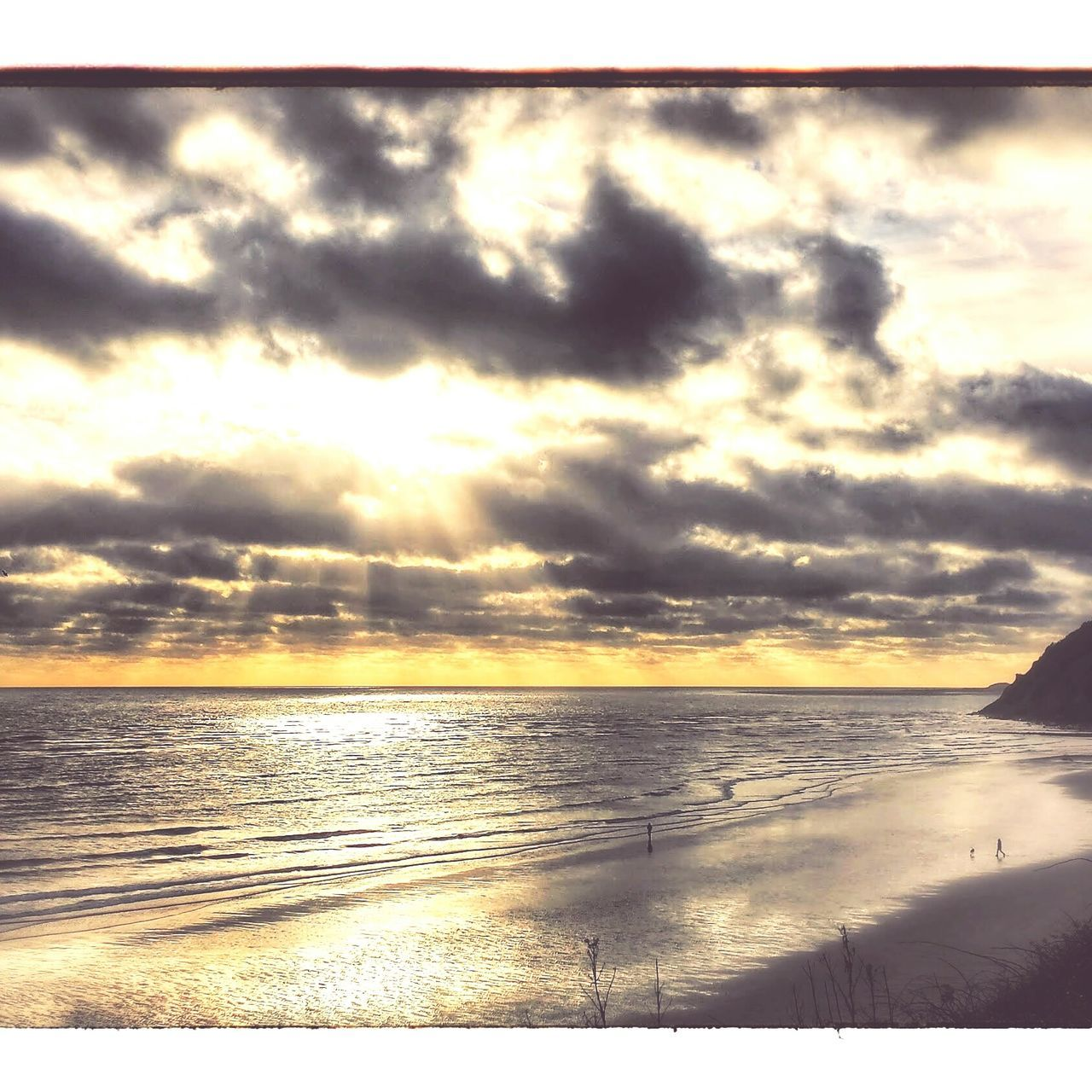 Sea And Sky Beach Walk Carmarthenshire Llansteffan Seascape Sea Beach