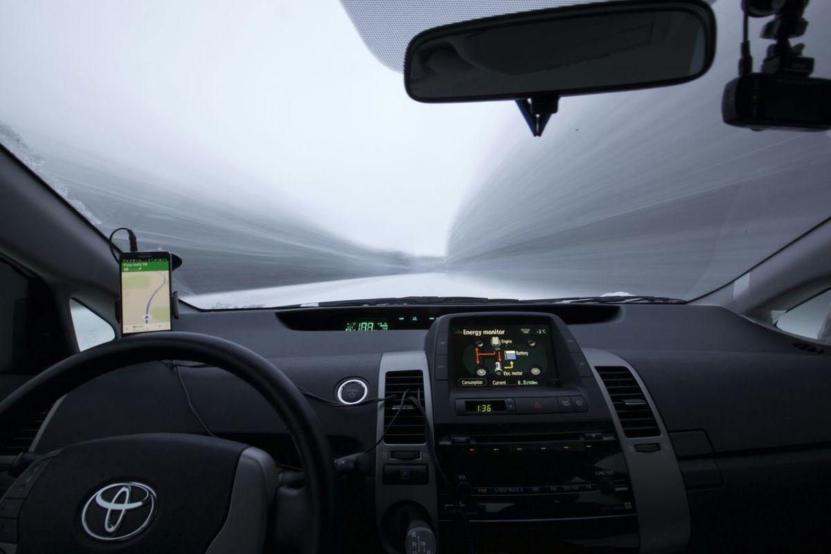 Toyota runs Speed Of Light!! Canon 5dMarkⅡ 1635mm Toyota Prius Prius Hybrid Speed Light Long Exposure