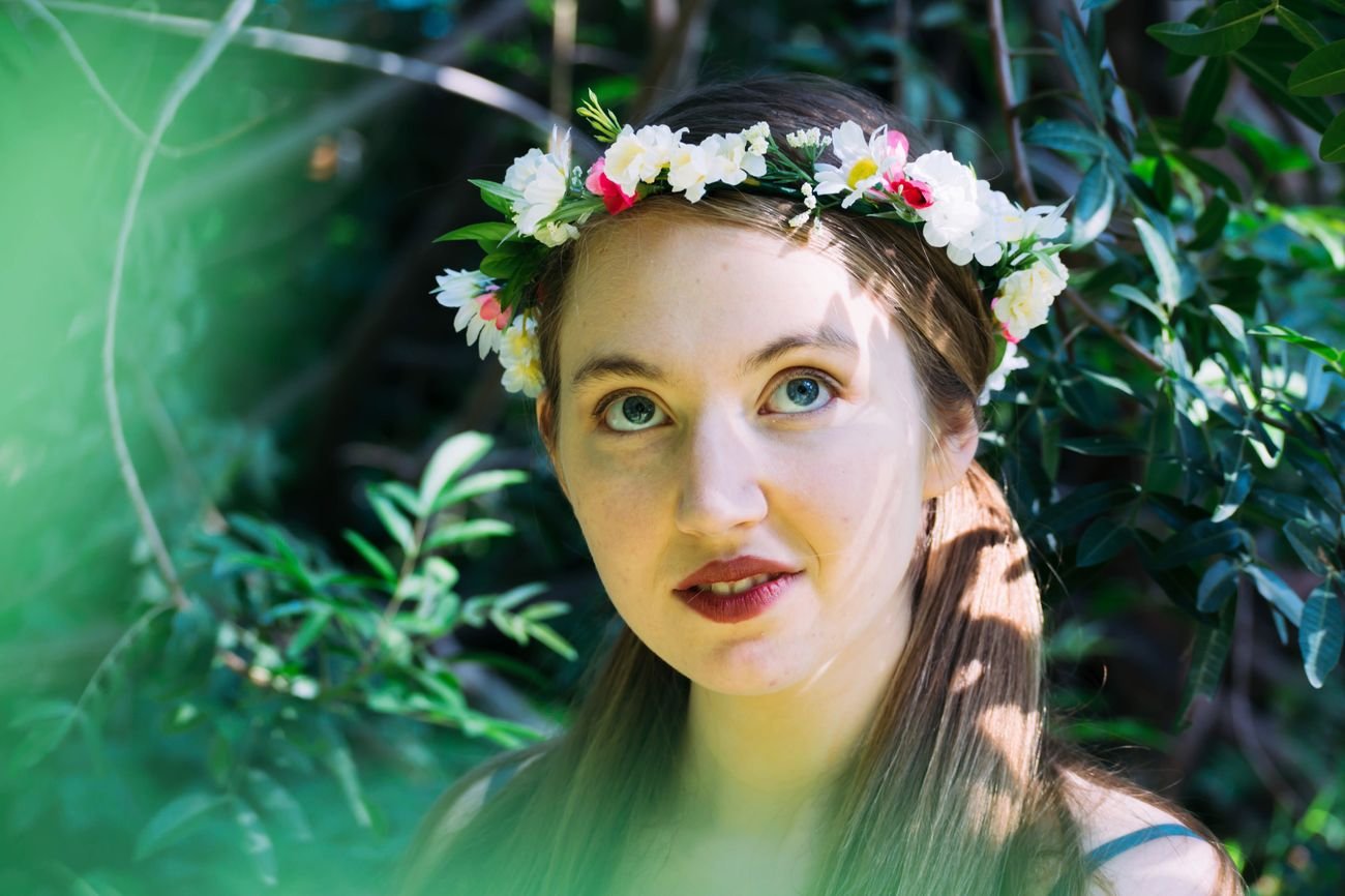 I made the flower crowns used in this session. 💐🐰 Portrait Flower Beauty Outdoors Day Green Color AspiringPhotographer People Experimenting... Flowercrowns Props Nikond3300 Progress Recentshoot