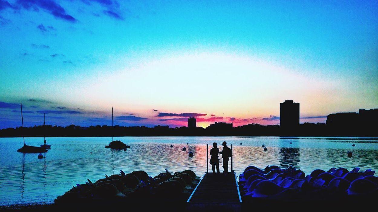 Amazing Sunset Lake Calhoun  City Of Lakes Minneapolis Urbanphotography Urbanscape Urban Photography Urban Landscape Sunset Ecco