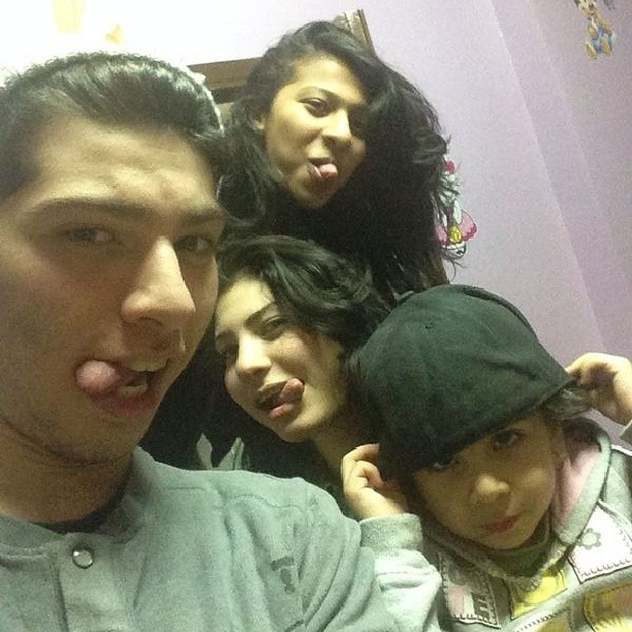Family Genan Tongues Brother sisters Together room bahbkoo