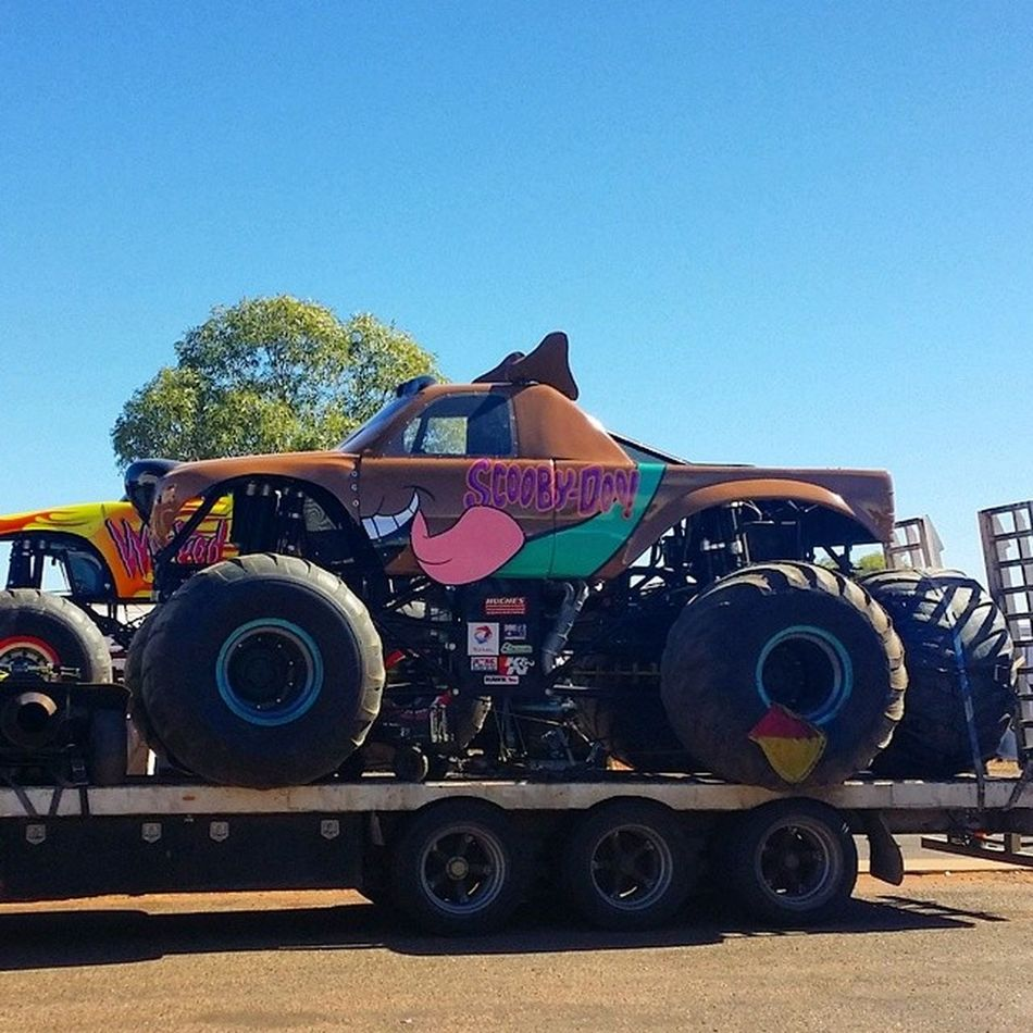 What that coming down the road, is it a monster... Actual Beast Monstertruck Scoobydoo 0404Monster 3DBody Australia NT Travelling RTW