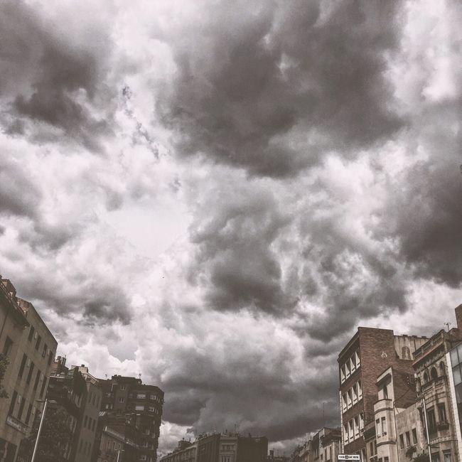 🎤 Blind ~ Hércules & Love Affair EyeEm Best Shots IPhoneography Iphonesia Bestoftheday Iphone6 Iphoneonly EyeEm Gallery Here Belongs To Me Picoftheday Vscocam Instagramer Vscodaily VSCO Elmeupetit_pais Love Sky_collection Skyporn Cloud - Sky Cloudporn