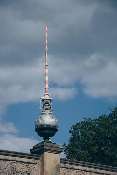 Gib mir 'ne Kugel: Silbereis mit Aussicht ... Magic Super Bowl Urban Symmetry Capturing Freedom of information - old-school... At Fernsehturm | Berlin TV Tower Capture Berlin