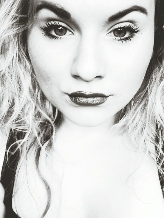 Black & White MyEyes♥ Lipstick Wet Hair Curls ♡ Selfie ✌ Check This Out Taking Photos Hello World Face #JL ♡♥