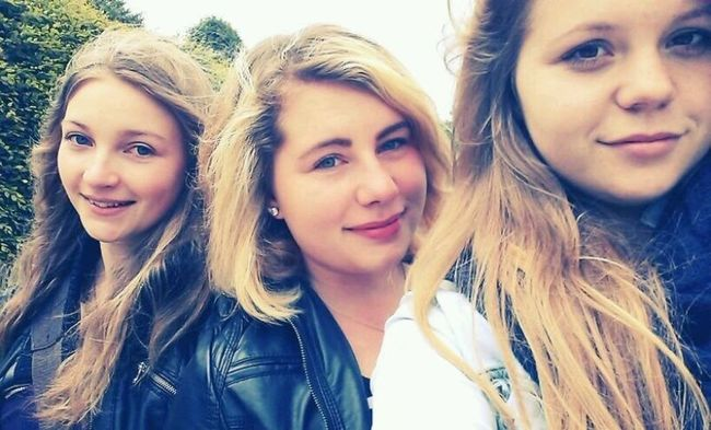 First picture :3 Last Week Friends Summer