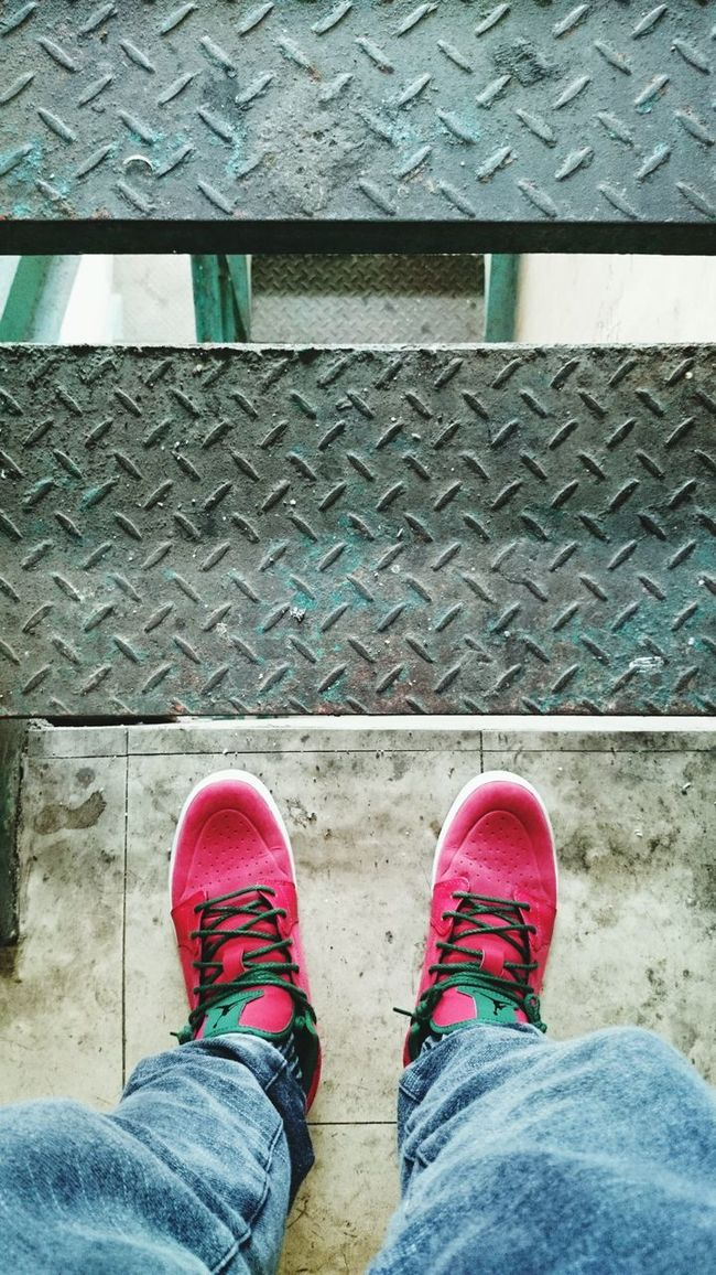 Kicksoftheday WDYWT Snkrfrkr #sneakerhead #solecollector #solecheck #solecontrol #solecontrolfam #kicksology #kixnation #walklikeus #lacebag #sneakersociety #sneakerporn Airjordanchukka