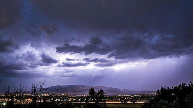 Beautiful storm rolling through the vally. Lightning Storm Utah Visitutah Utahvalley Thunder Thunderstorm Visitutahvalley