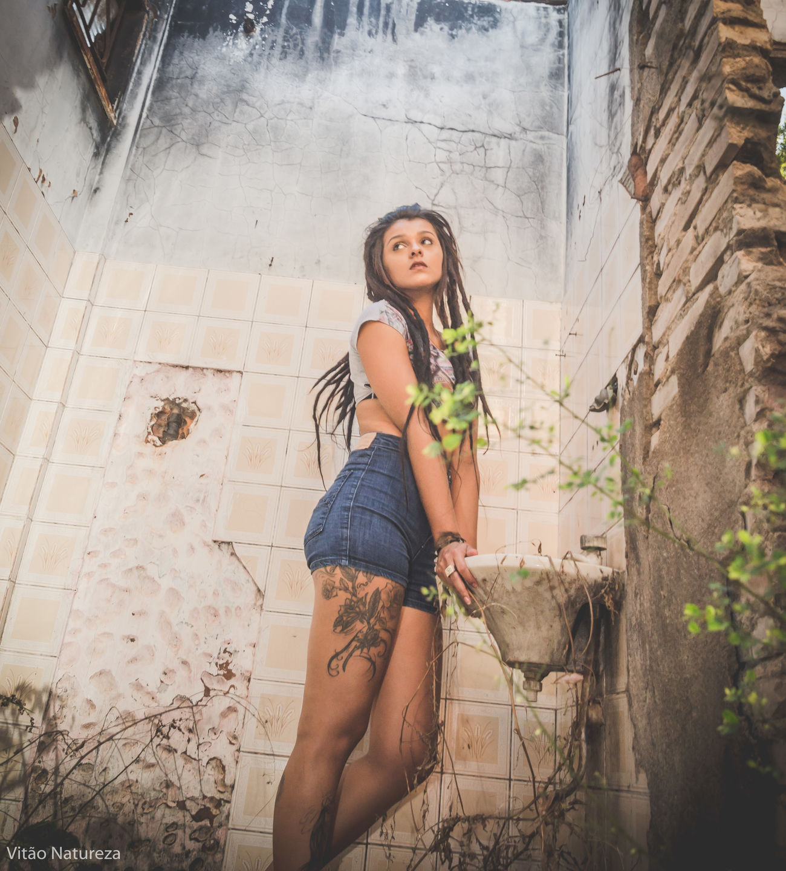 Fotografiaéarte Beleza Braziliangirl Photography Ensaiofotografico Ensaioexterno Ensaiofeminino Girl Mulher Brazilian Girl Victornatureza Negra Brunette Olharnatural Morena Vitaonatureza Sun Ensaio Belezafeminina Dreds  Tattoo