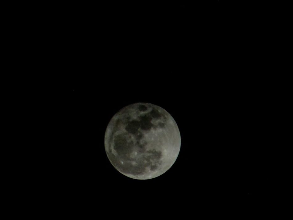 Astronomy Full Moon 🌕 Super Moon Moon Shots Moon Porn Todays Hot Look Todays Pic Pic Of The Day Astrophotography Distant View EyeEm Best Shots Best Shots Of Today Close Up PhotographyOrganized Neatly👍😝 Beauty In Nature Moon Surface EyeEm Best Shots - Nature