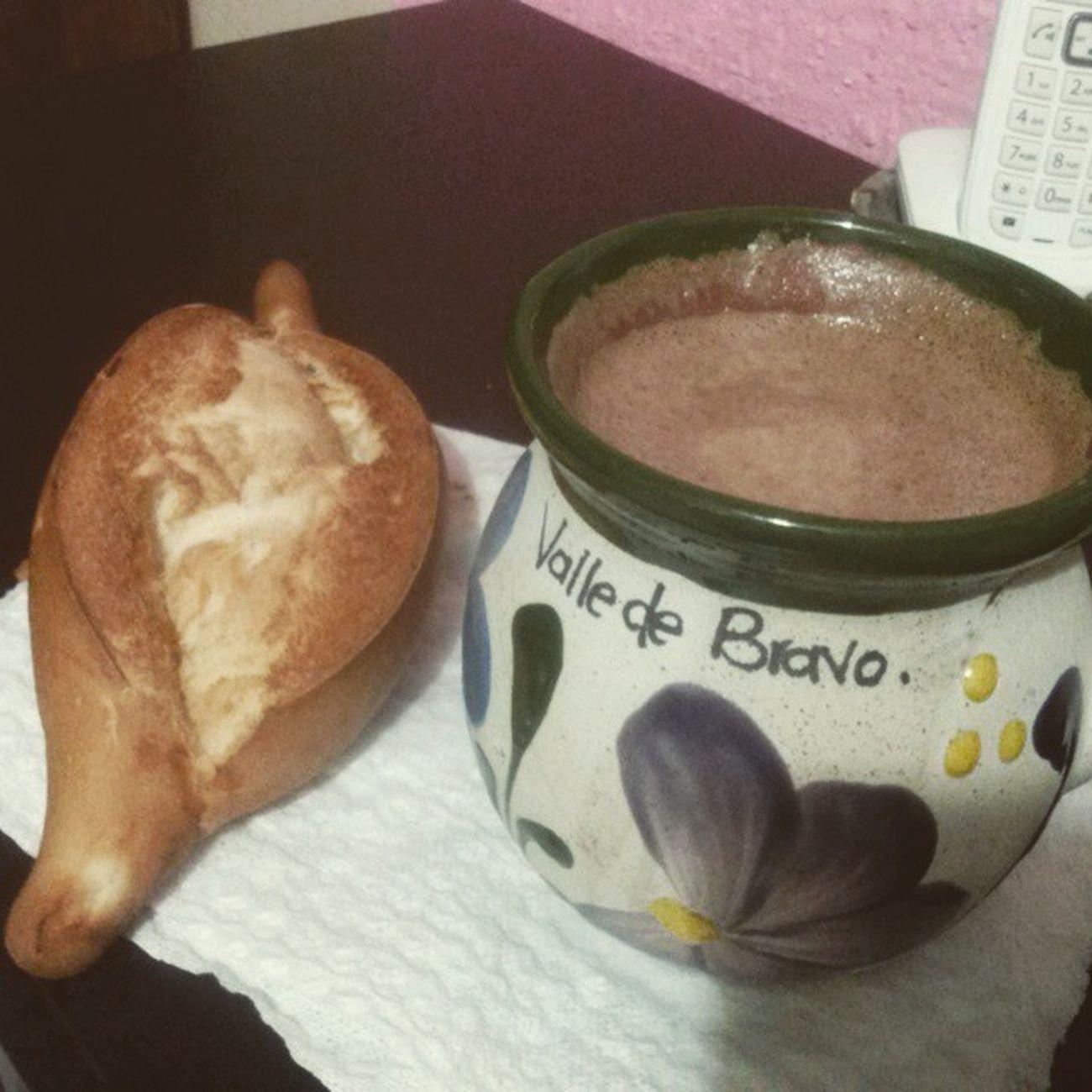 Esto esta pasando en algún lugar del mundo :) Hotcocoa Cocoa Bolillo Chocolate chocolateabuelita pasandopenas sinpoderdormir