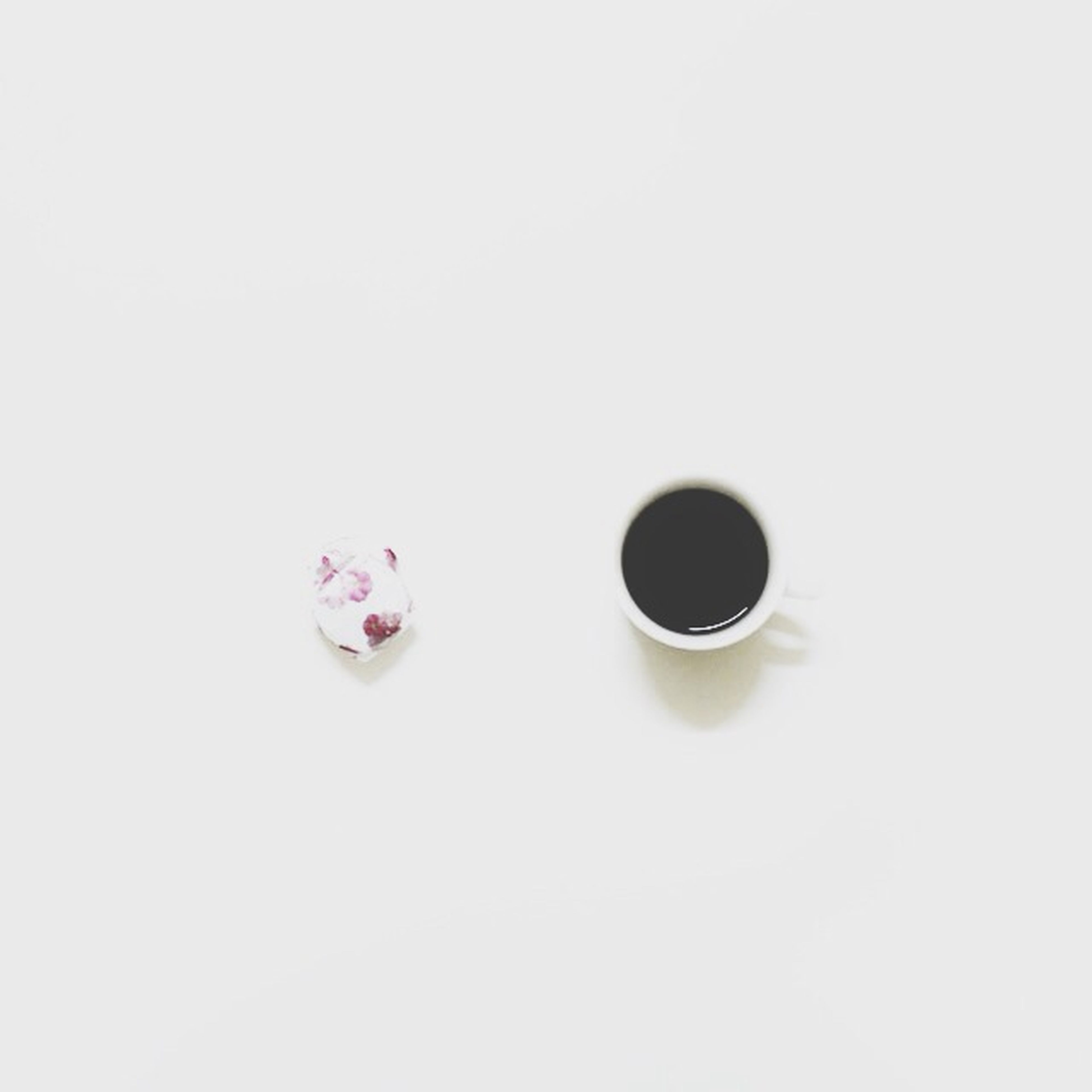 studio shot, white background, still life, indoors, copy space, close-up, food and drink, table, directly above, white color, high angle view, single object, freshness, no people, coffee cup, two objects, cup, overhead view, drink, cut out
