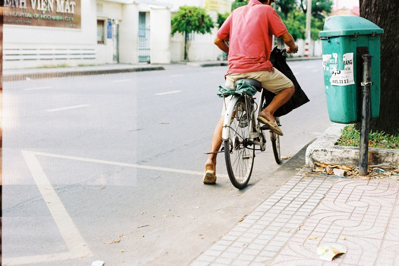 Interior Best Of EyeEm Analogcamera Eyemphotography Art Is Everywhere Hochiminhcity People Street Steetphotography The Street Photographer - 2017 EyeEm Awards Feeling Lifestyles Outdoors Day Filmisnotdead Filmphotography Filmcamera Analog EyeEmNewHere Life Nofilter Vietnam Vacations Bicycle Road Live For The Story Place Of Heart
