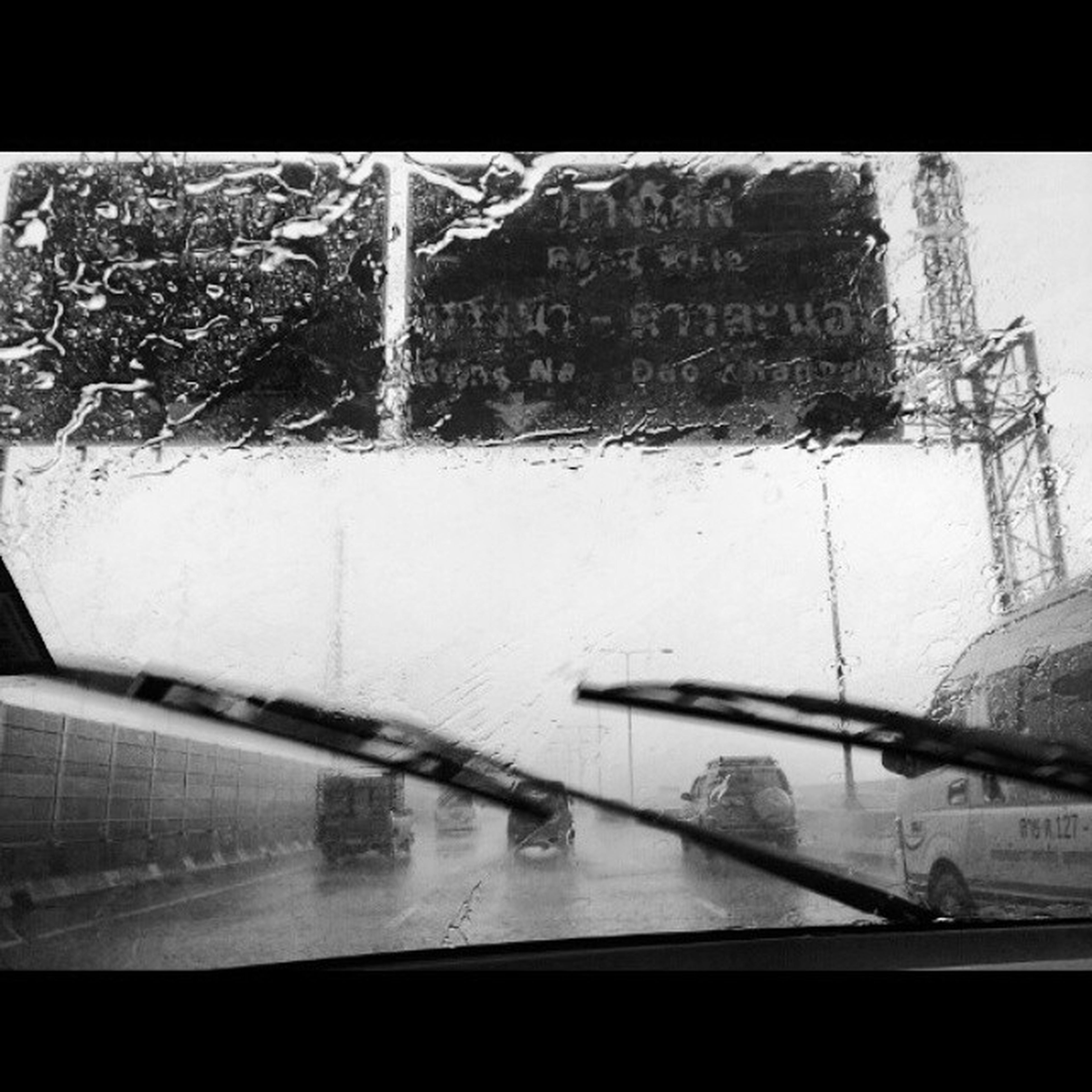 ชีวิตแม่งเหมือนภาพวาดที่เราต้องคอยแต่งเติมสีให้ฉูดฉาด เหี้ยฝนตกอีกแล้วว