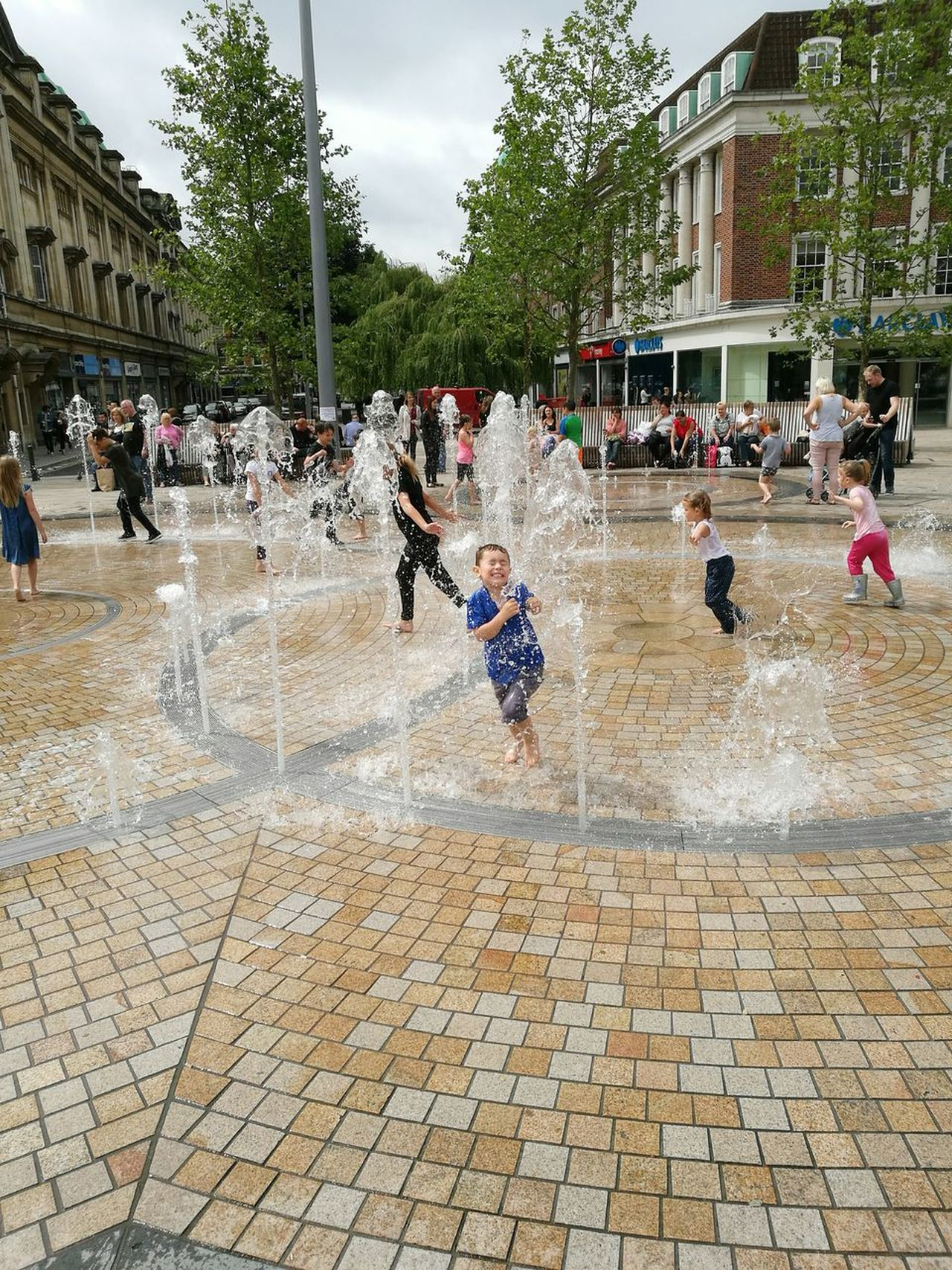 Hull city of culture, fountains Outdoors Large Group Of People Real People Playing Lifestyles Day People Togetherness Spraying City Of Culture 2017 Hull City Of Culture 2017 Hull City Centre My Boy Enjoying Him Self