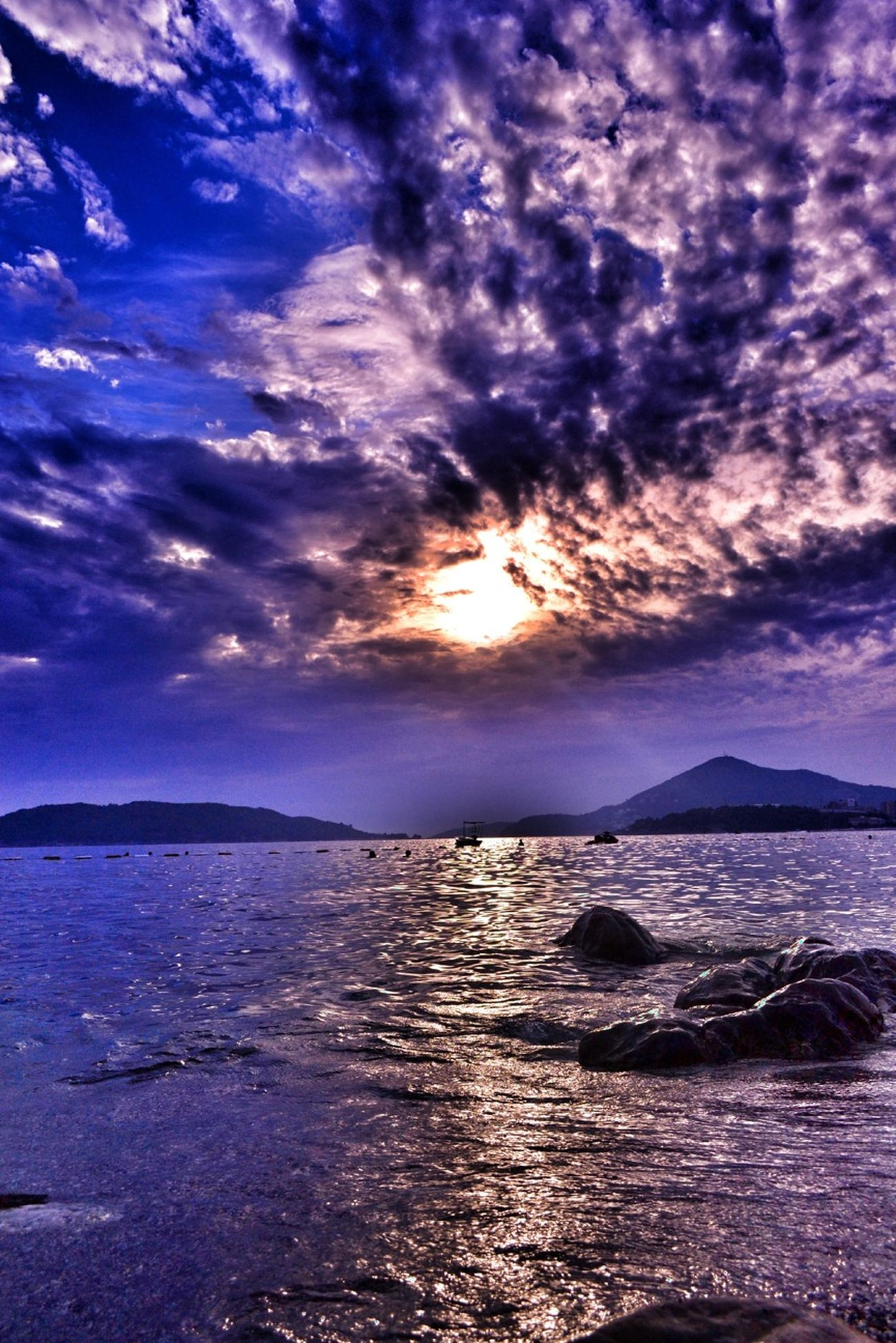 water, sea, sky, scenics, sunset, tranquil scene, beauty in nature, tranquility, cloud - sky, beach, sun, nature, horizon over water, idyllic, cloud, shore, silhouette, cloudy, sunlight, reflection