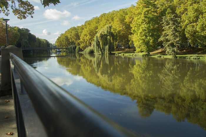 City And Nature Germany Heilbronn Neckar Railing River River In The City Spiegelung
