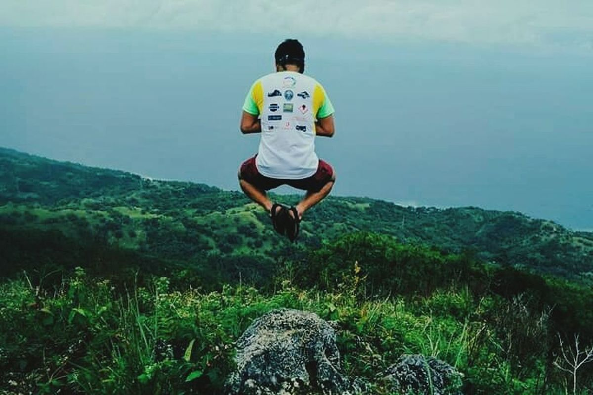 Exercising Healthy Lifestyle Motion Outdoors Mountains Mountain Climbing Trekking Nature Photography Nature Jumpshotph Jumpshots Peakview Philippine Mountains Philippines Alegría Yoga Pose Fotografiaunited Phoneographycebu Wanderer Discovering The World Naturephotography Jumping
