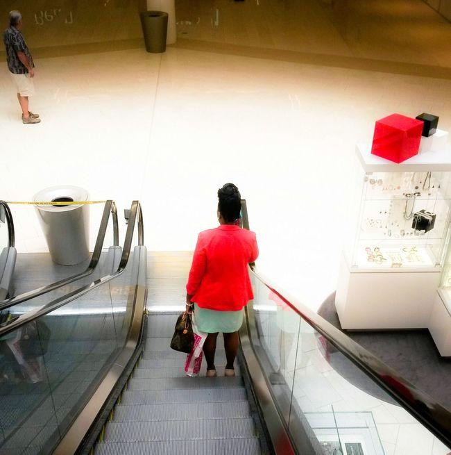 USA Shop Shopping Shopping Mall Red Coat Red Box Minnesota Escalator Seasonal Red