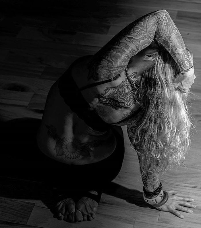 Bnw_globe Bnw Bnw_captures Bnwmasters Bnwmag Bnw_life Bnw_society Blackandwhitephotography Blackandwhite Blancnoir Noiretblanc Noir Exklusive_shot Portraitpage Tattooedgirls Tattooedgirl Tattooedvegan Yogaphotography Yogaeverydamnday Inked_of_our_world