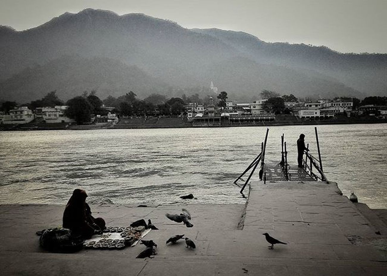 Coolmorning Mountains Theganges Soiwalks _soi Monochrome Snapseed Riverside _soi Soiwalks
