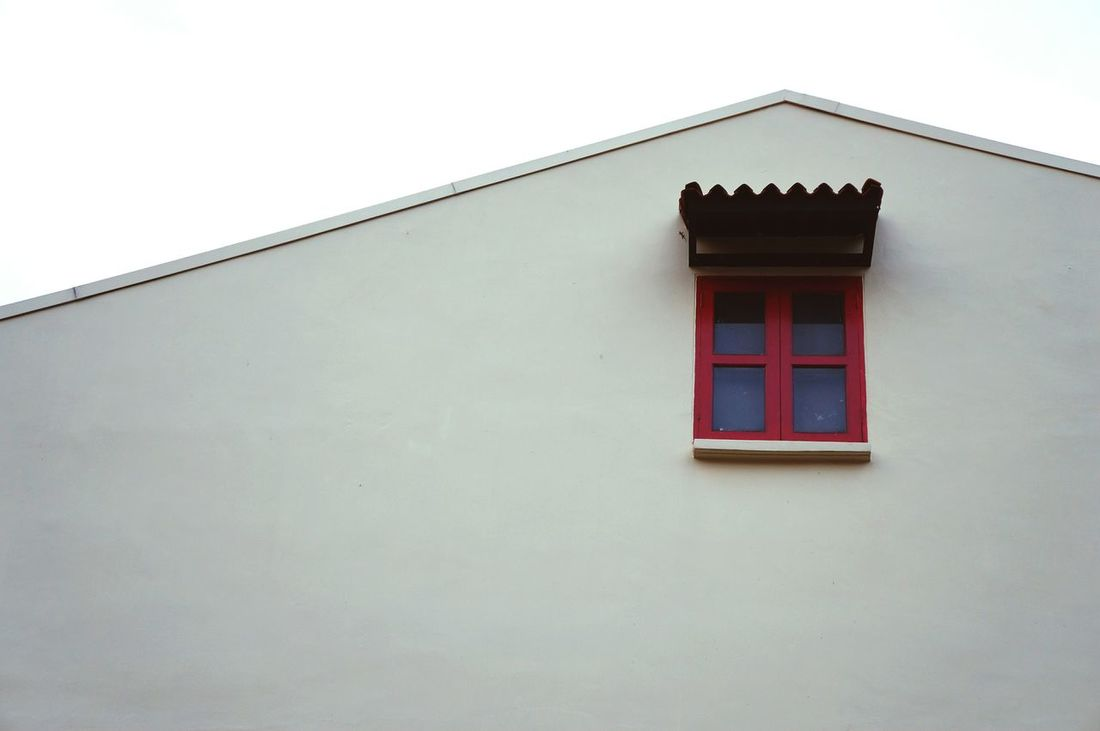 Rapunzel, Rapunzel, let down your hair!! (did you see the tiny lizard?) Learn & Shoot: Simplicity Window Minimalism Negative Space Building Architecture Red Studies Of Whiteness White Album Open Edit Taking Photos Showcase: November Pattern Pieces