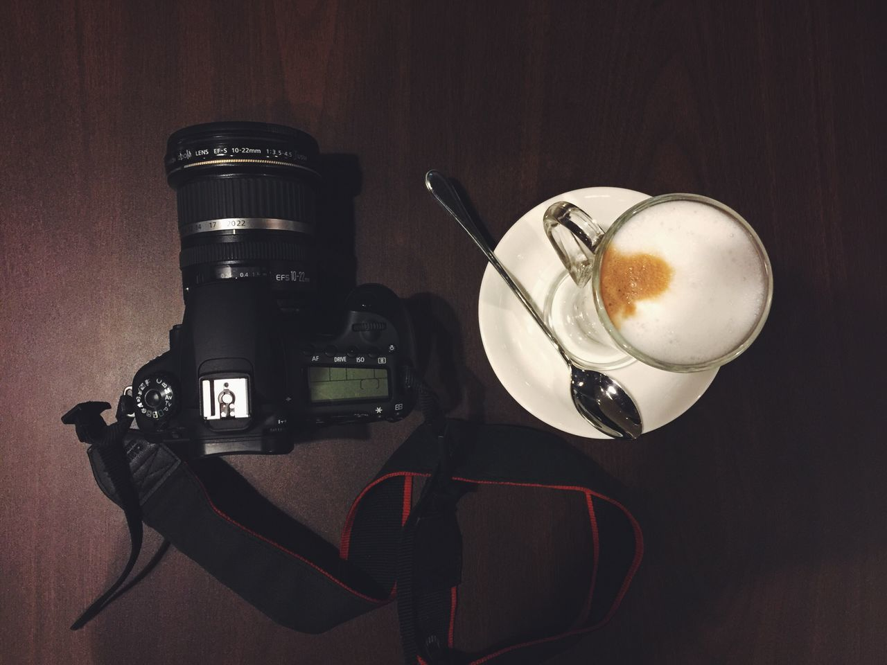 coffee - drink, coffee cup, drink, refreshment, table, indoors, frothy drink, camera - photographic equipment, food and drink, cappuccino, technology, no people, latte, froth art, close-up, photography themes, freshness, digital single-lens reflex camera, day
