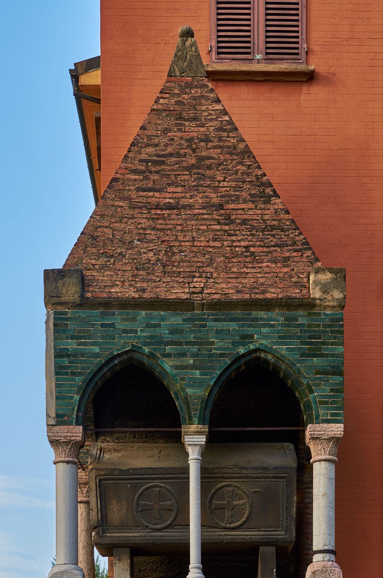 Ark of Egidio Foscherai, Piazza San Domenico, Bologna Bologna Italy Piazza San Domenico Historic Architecture Landmark Monument Blue Sky Built Structure No People Medieval Medieval Architecture Tiles Texture Bricks Tomb
