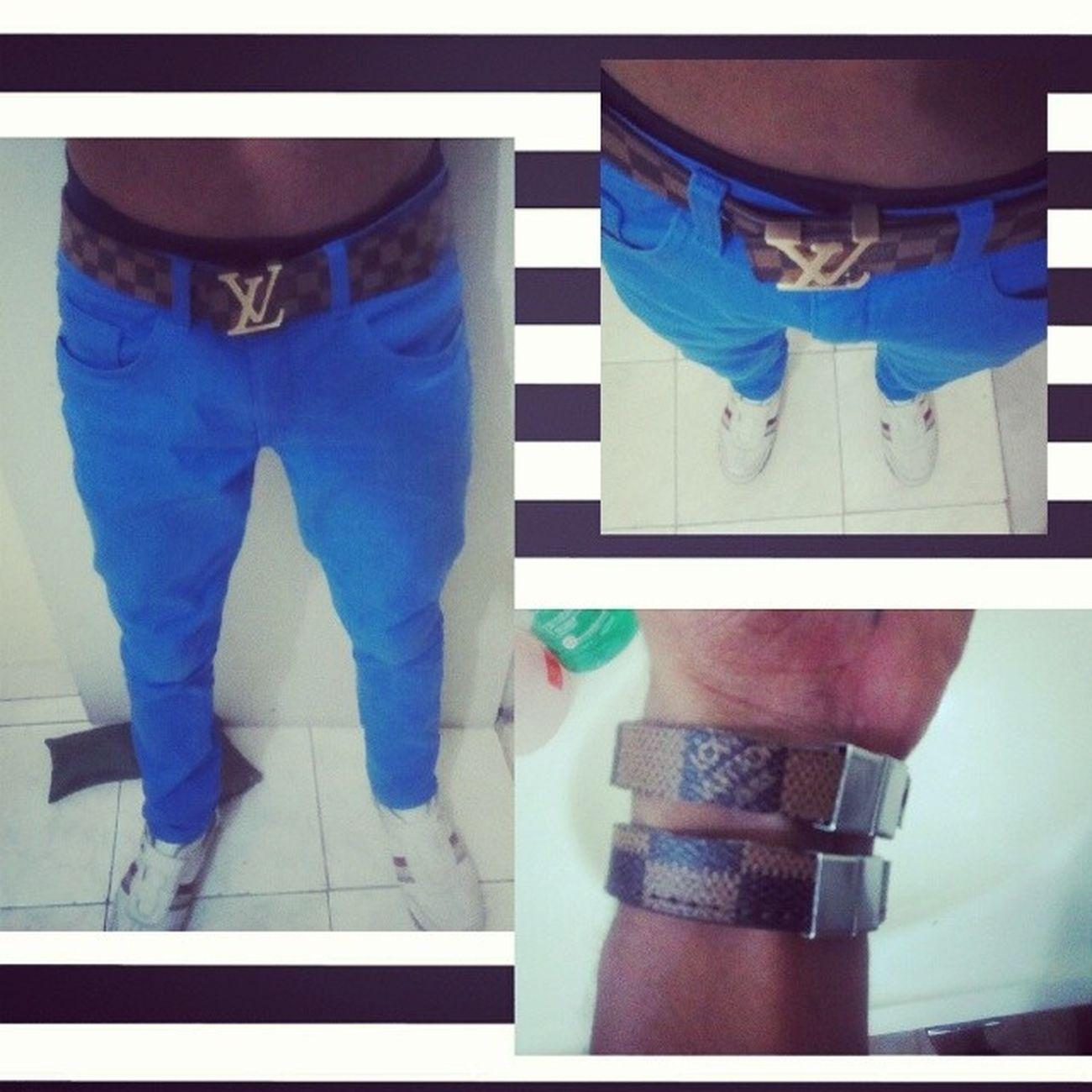 Calca Azul Cinto @louisvuitton Sapato  @colccioficial