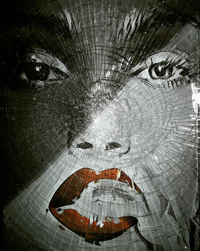 Shattered. Art Portrait ArtWork Surrealism Digital Art Surreal Eyeemphoto Digitalartwork Bnw_collection Two Is Better Than One Check This Out Woman Film Noir Damaged Red Lips Noir Shattered Glass