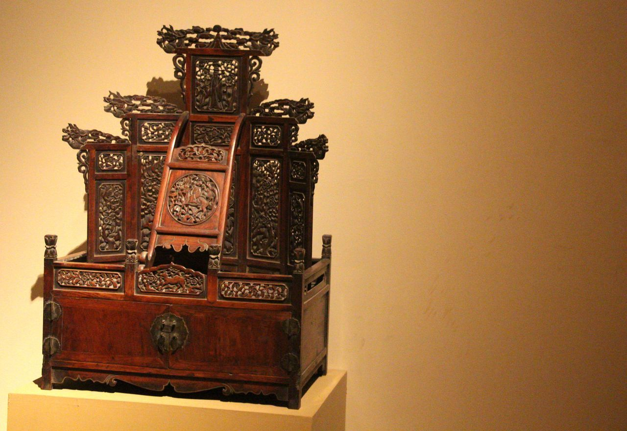 Arts Culture And Entertainment Beauty In Ordinary Things Beauty Of China Craft Cultural Heritage Culture And Tradition Dresser Furniture Handcraft Handicraft Handmade Old-fashioned Oriental Oriental Design Ornate Style Of China Wooden Wooden Dresser
